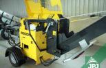 štípací automat Regon na podvozku s benzínovým motorem