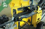 štípací automat na podvozku s benzínovým motorem